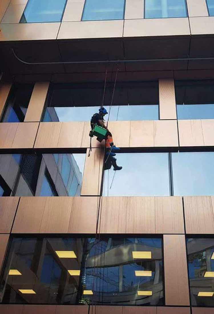 Confortalpim.ro - Spălare, curățire geamuri și fațade