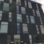 ConfortAlpin - Spalare geamuri cladire bucuresti
